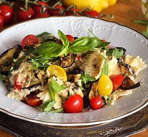 Obrázek - Těstoviny s Krémovou Omáčkou, Rajčátky a Lilkem