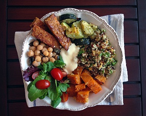 Obrázek - Podzimní quinoa s dýní, tempehem a cizrnou
